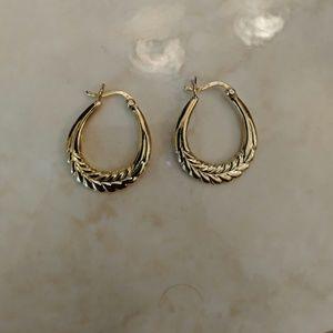 Jewelry - Gold hoop earrings💐